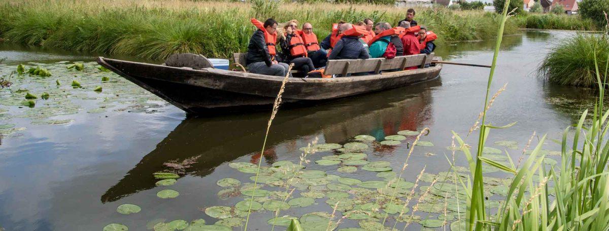 Les faiseurs de bateaux atelier traditionnel visite du - Atelier du marais agencement ...